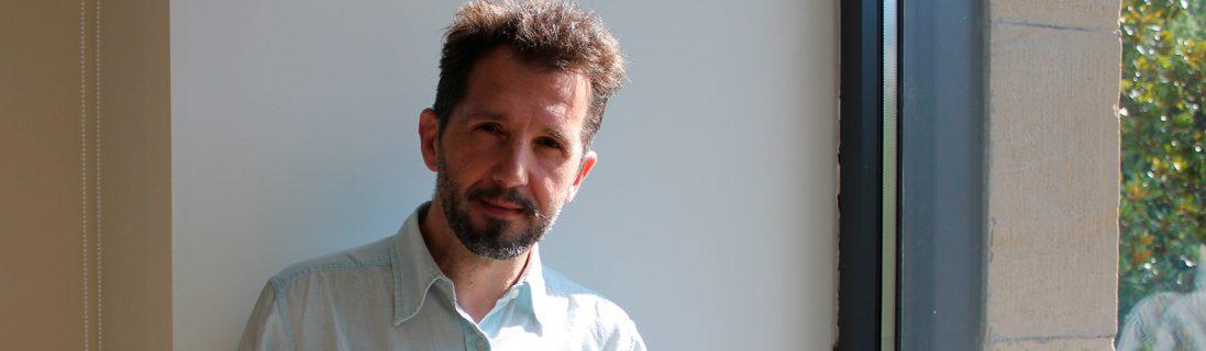 """Carlos Muguiro: """"Errealitate berriak garatzeko gai izango diren ikasleak sortu behar ditugu"""""""