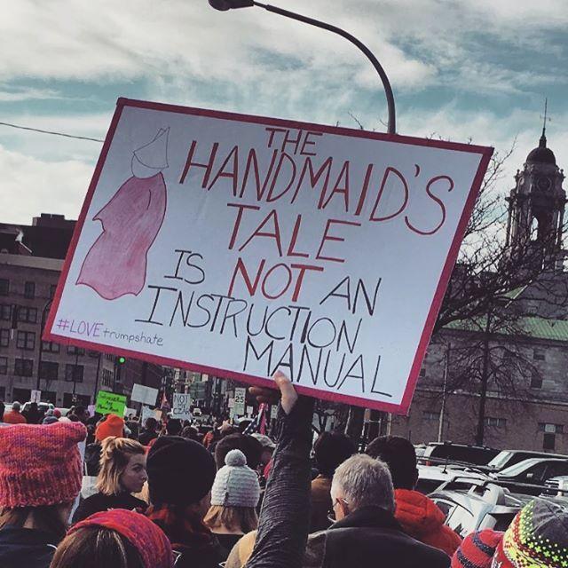 'The Handmaid's Tale' ez da argibideen gidaliburu bat.