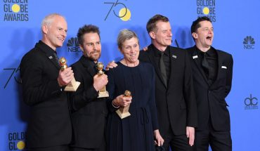 BEVERLY HILLS, CA - JANUARY 07:  Director Martin McDonagh, actors Sam Rockwell, Frances McDormand, producers Graham Broadbent and Peter Czernin pose with the Best Motion Picture - Drama award for 'Three Billboards Outside Ebbing, Missouri' in the press room during the 75th Annual Golden Globe Awards at The Beverly Hilton Hotel on January 7, 2018 in Beverly Hills, California.  (Photo by Venturelli/WireImage)